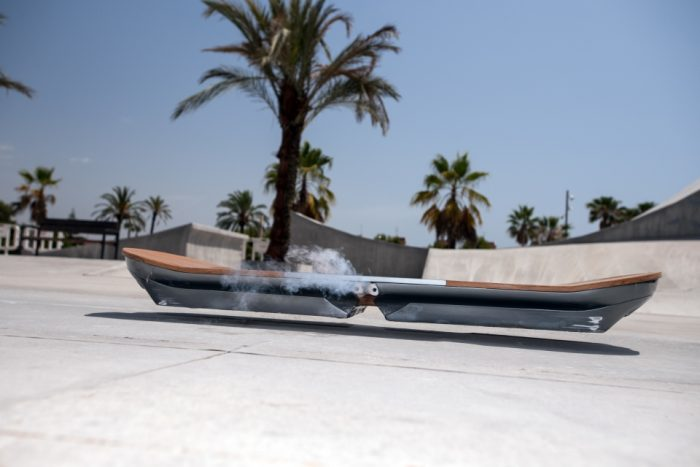 Lexus hoverboard — летающий скейт