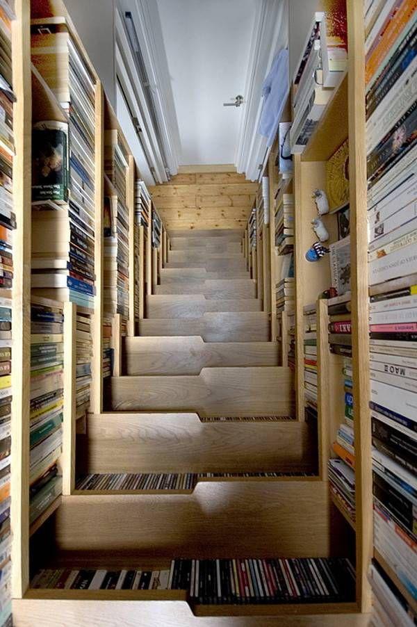 книги в лестнице