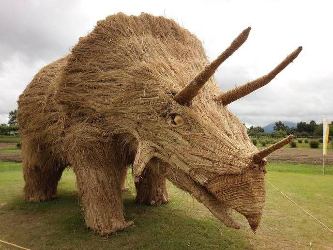 скульптура из соломы