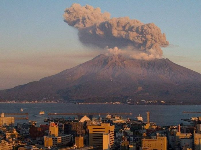 Извержение вулкана  Асо в Японии