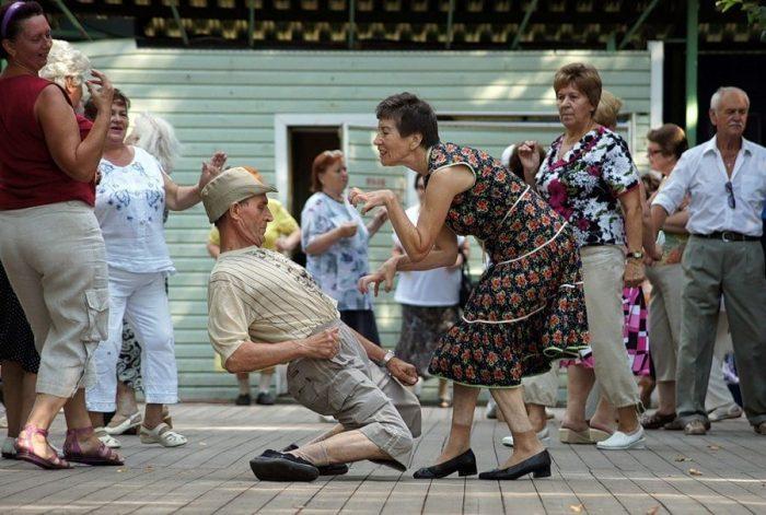 Есть еще порох в пороховницах. Старики вышли на танцпол