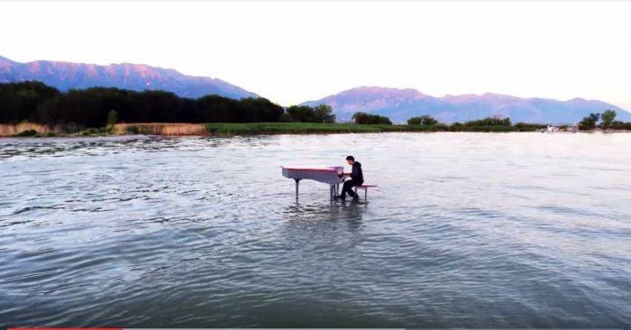 Дабстеп на фортепиано посреди озера