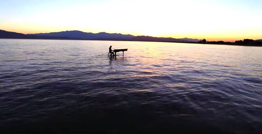 Dubstep Piano on the lake