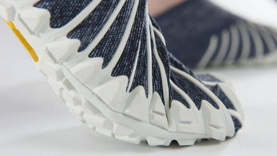 обувь обнимет ноги