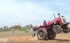 10-ти летний паренек прирожденный тракторист