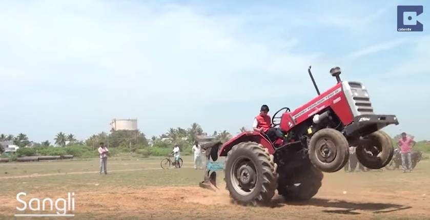 Индийский мальчик тракторист 2