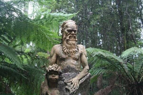 Мистические скульптуры в лесах Австралии 1
