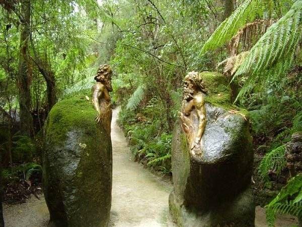 Мистические скульптуры в лесах Австралии 5