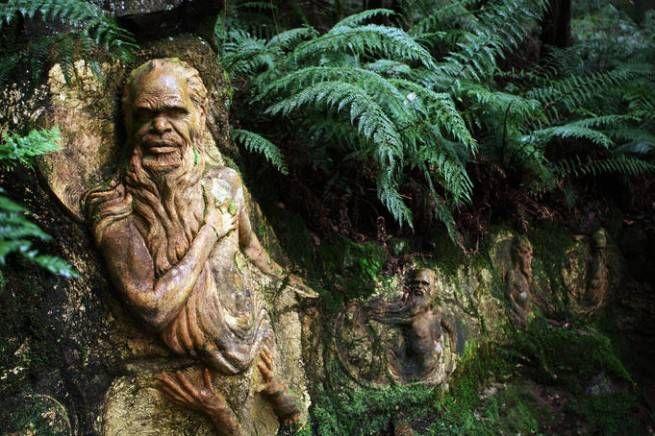 Мистические скульптуры в лесах Австралии 6