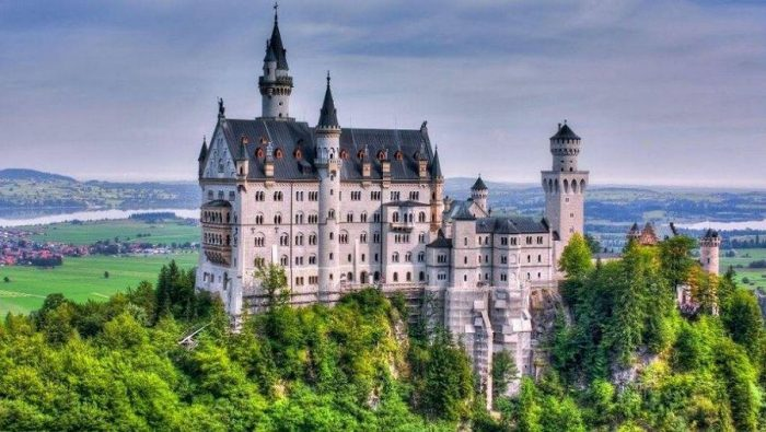 Взгляд в историю: великолепные замки