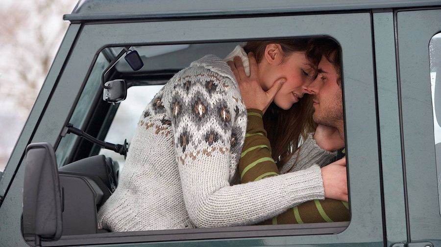 поцелуи в машине