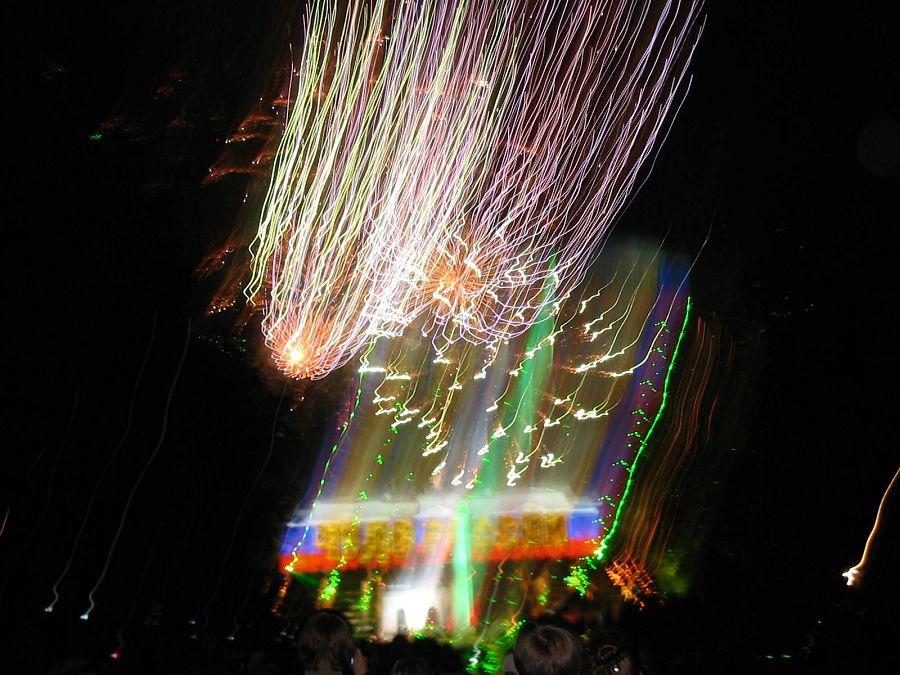 Шоу закрытия фонтанов в Петергофе