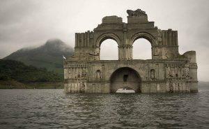 Внезапное всплытие 400-летнего храма