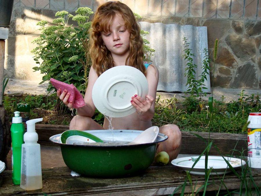 перемойте посуду