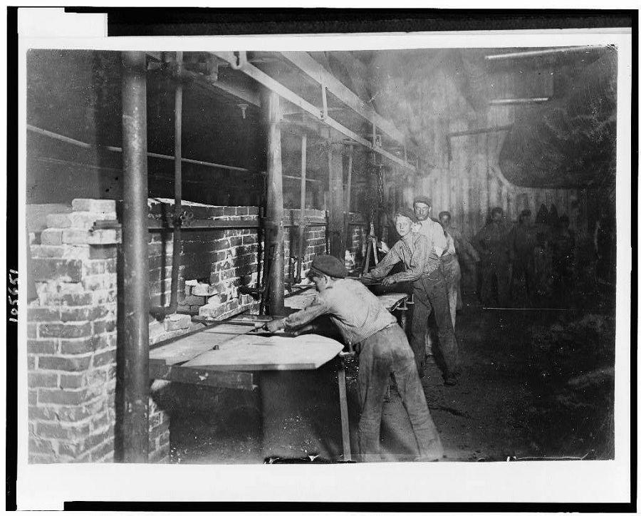 Дети на стеклоплавильном заводе. Индиана. 1908 год