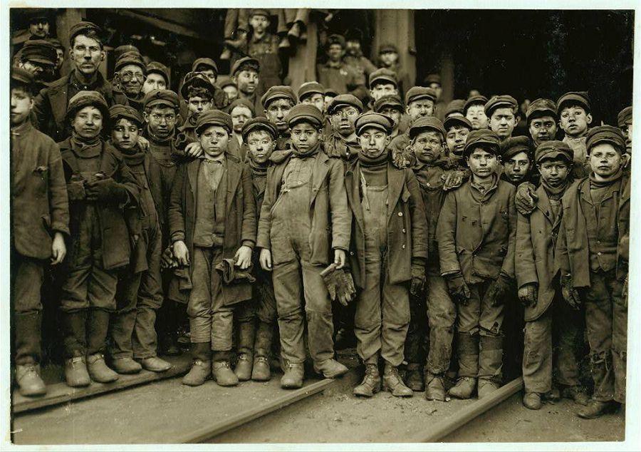 Детский коллектив работников угольной шахты в Пенсильвании. 1911 год