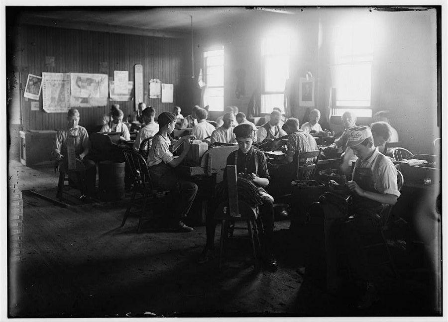 Фабрика сигар. Индианаполис, США. 1908 год
