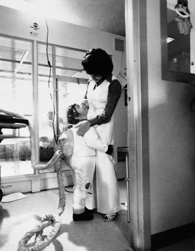 Дэвид Веттер больной мальчик в изоляторе