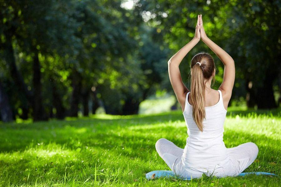 медитация в парке