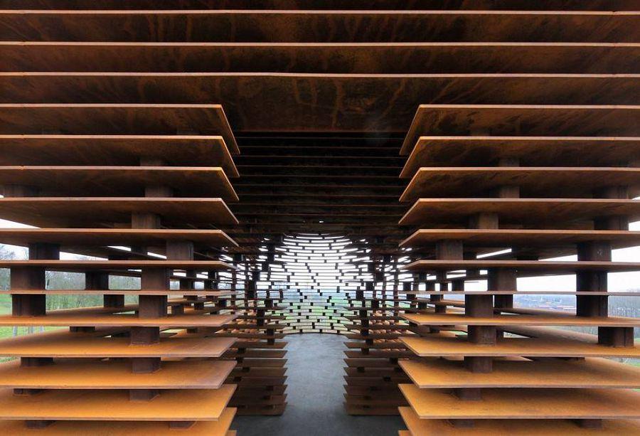 «Читая между строк» - необычная церквушка в стиле современного искусства