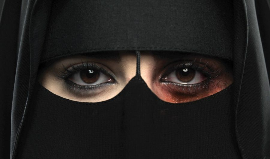 мусульманка агрессия