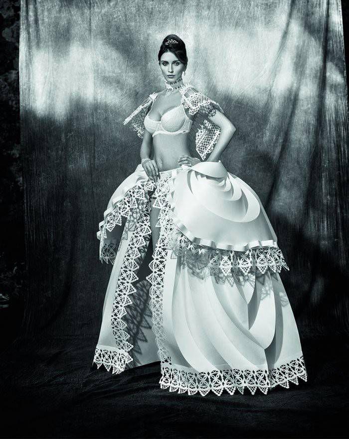 3. Свадебное платье из рулонов бумаги