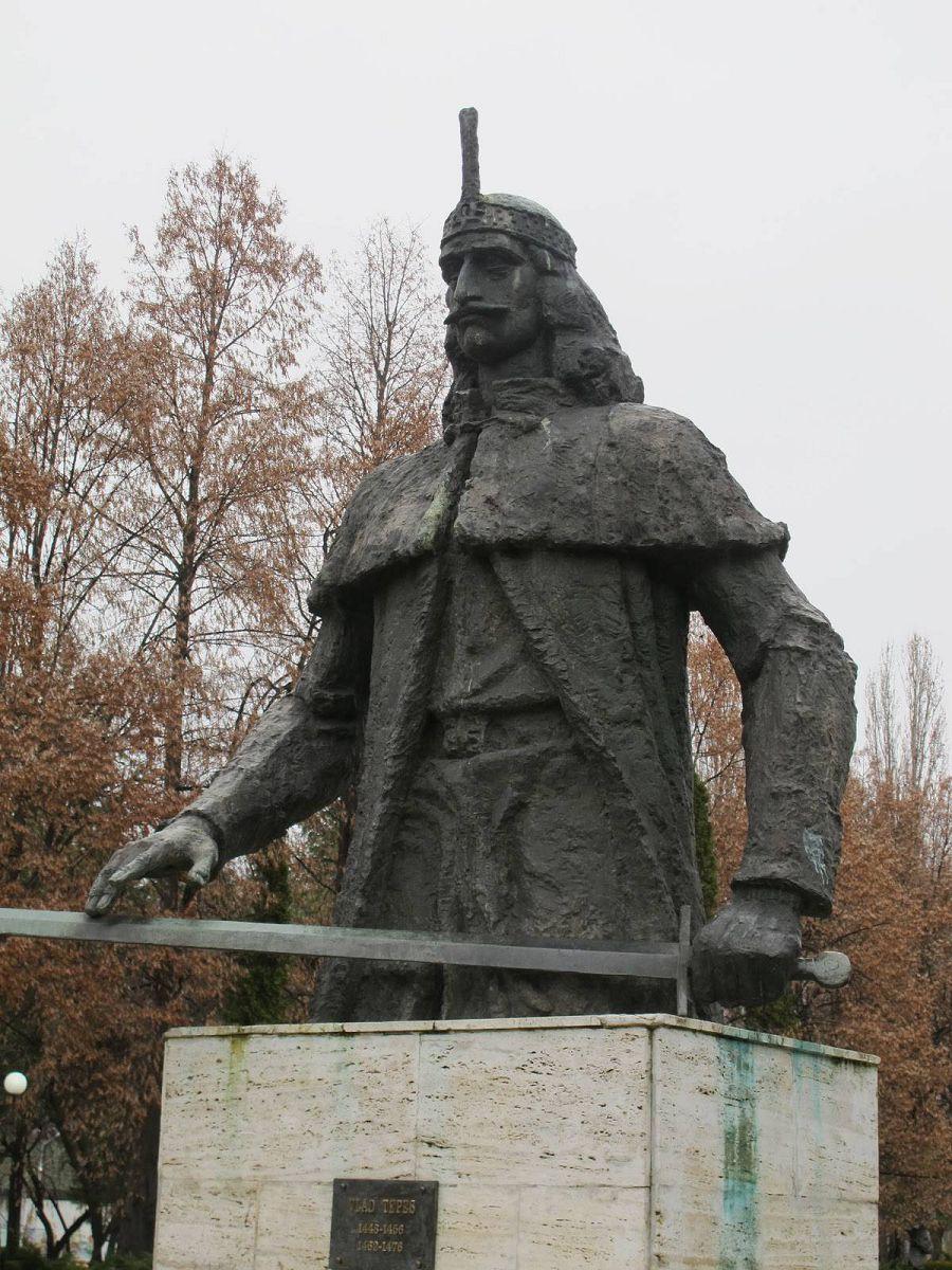 памятник Владу Дракуле
