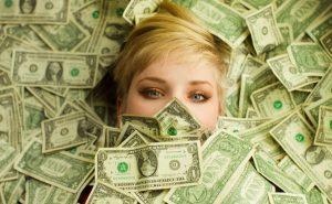 влияние денег
