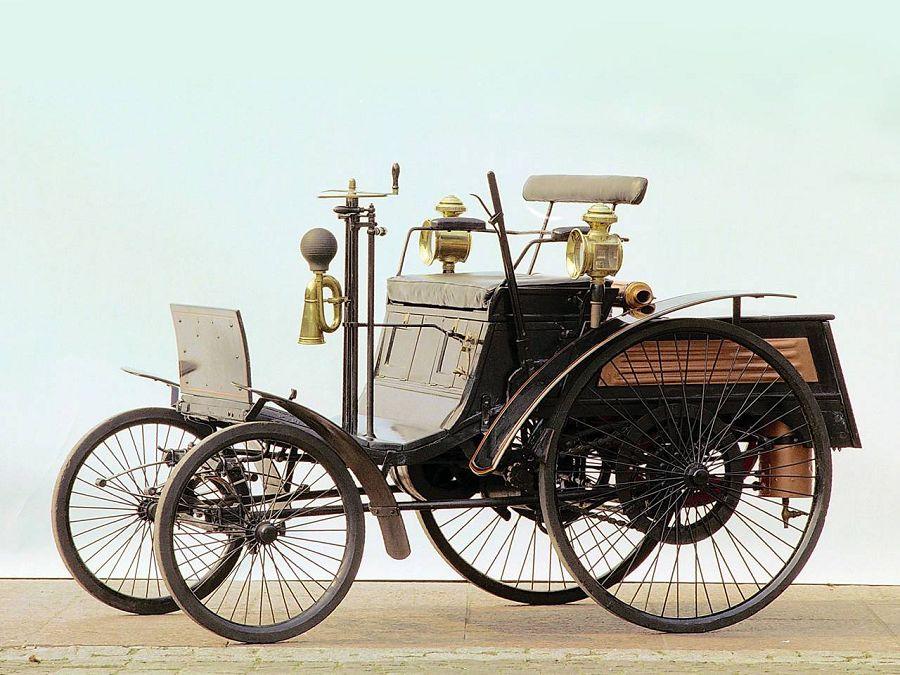 Первый в мире четырехколесный автомобиль