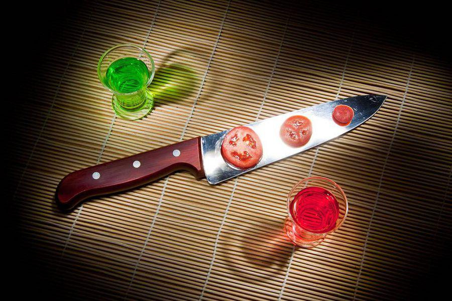 стаканы, нож