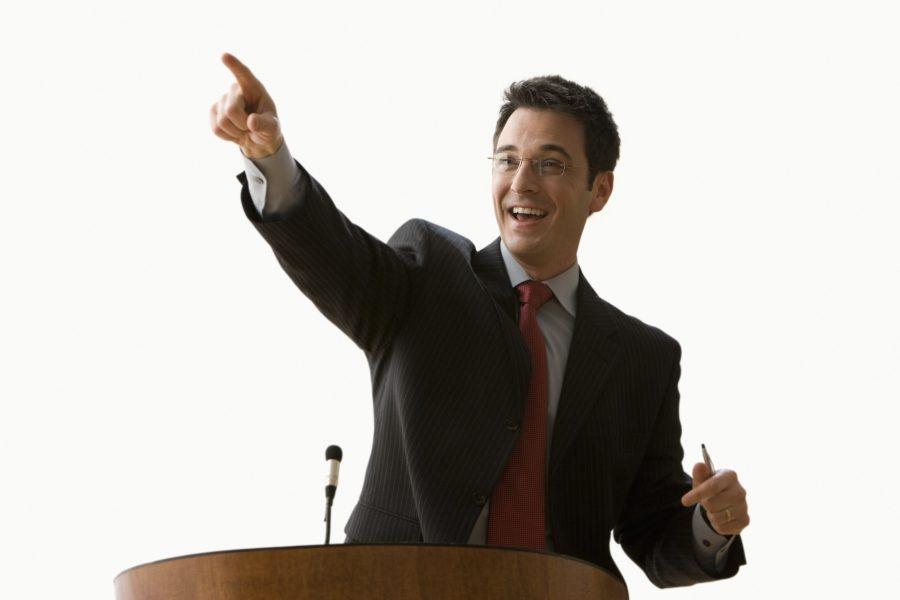 оратор за трибуной