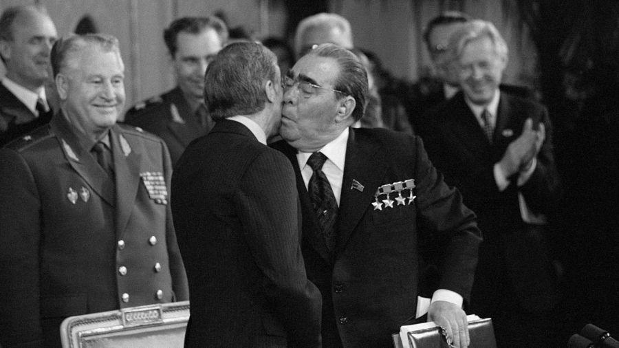 Политический поцелуй