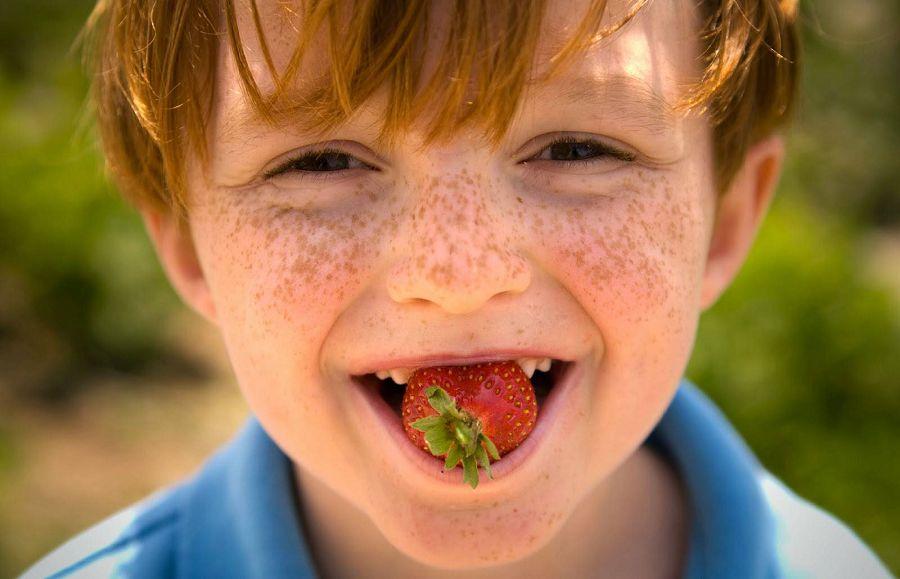 мальчик с веснушками