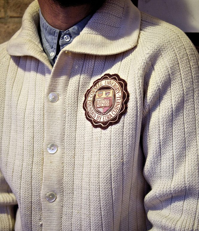преппи.свитер с символикой университета