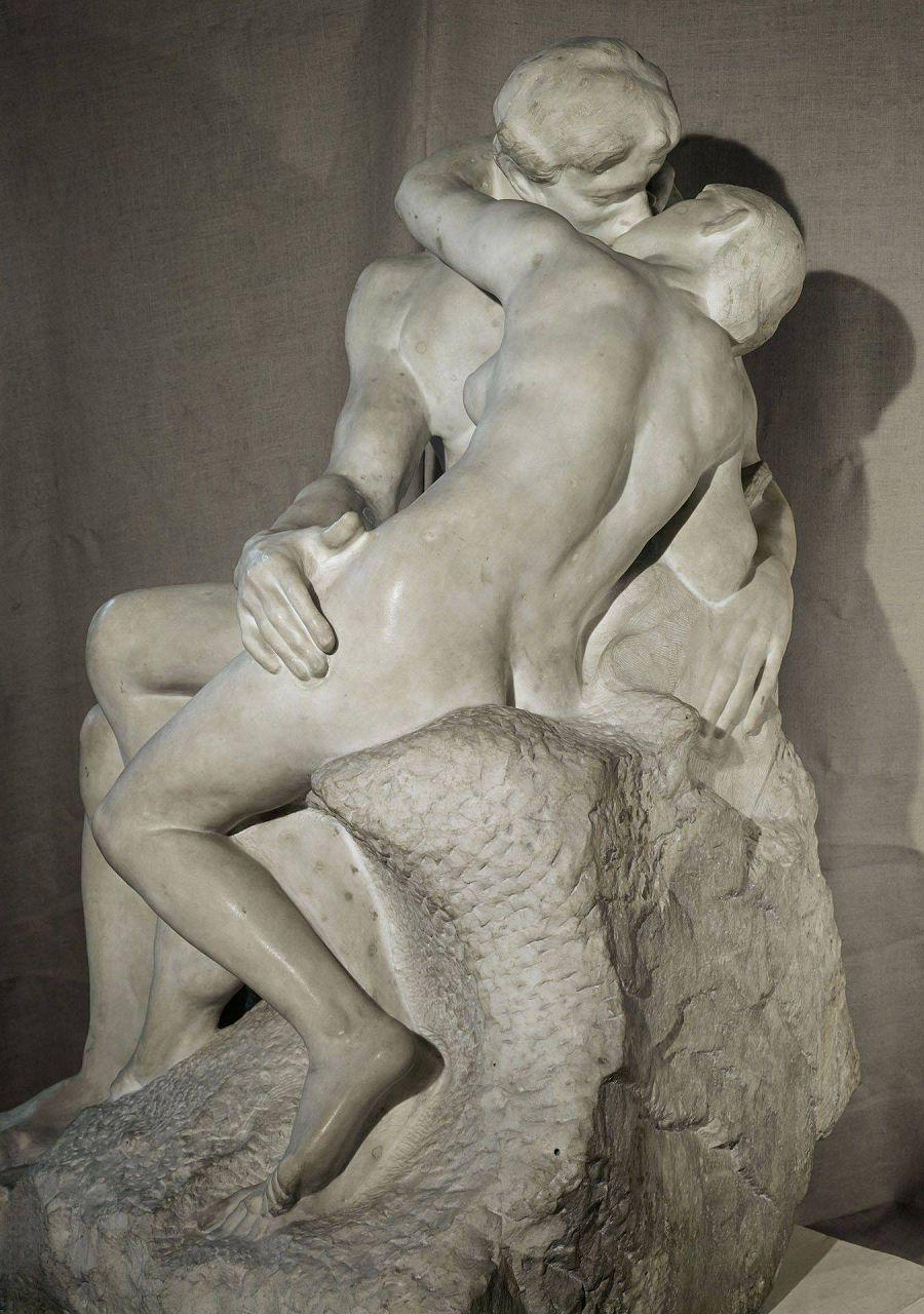 """Скульптура""""Поцелуй"""""""