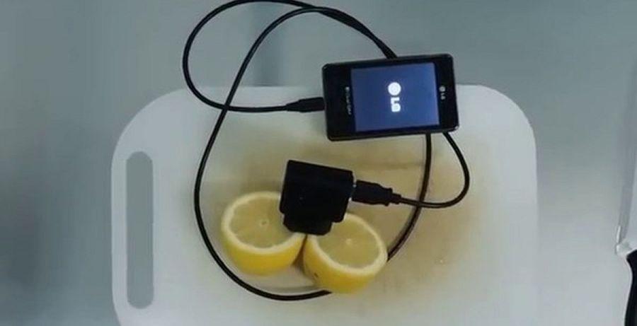 зарядить телефон с помощью лимона