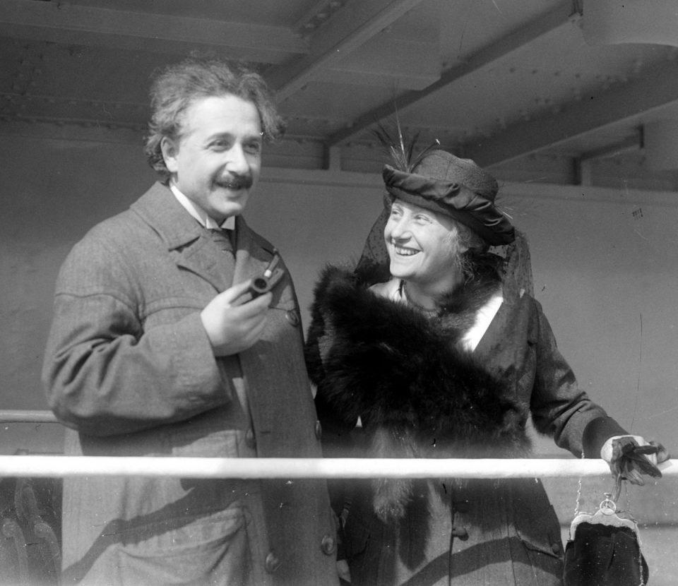 Альберт Эйнштейн с женой