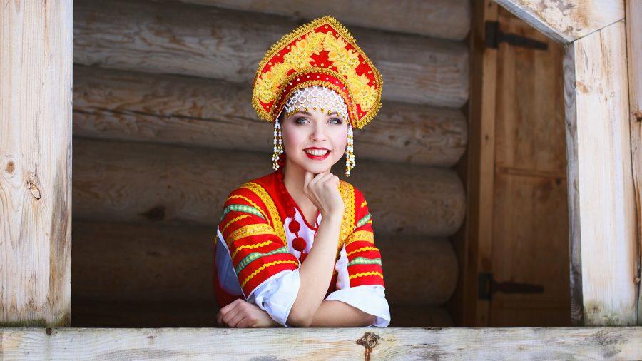 девушка в кокошнике