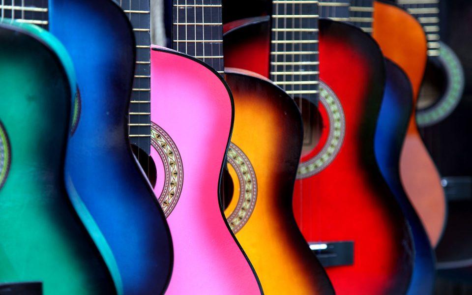 разноцветные гитары