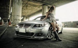 девушка возле машины