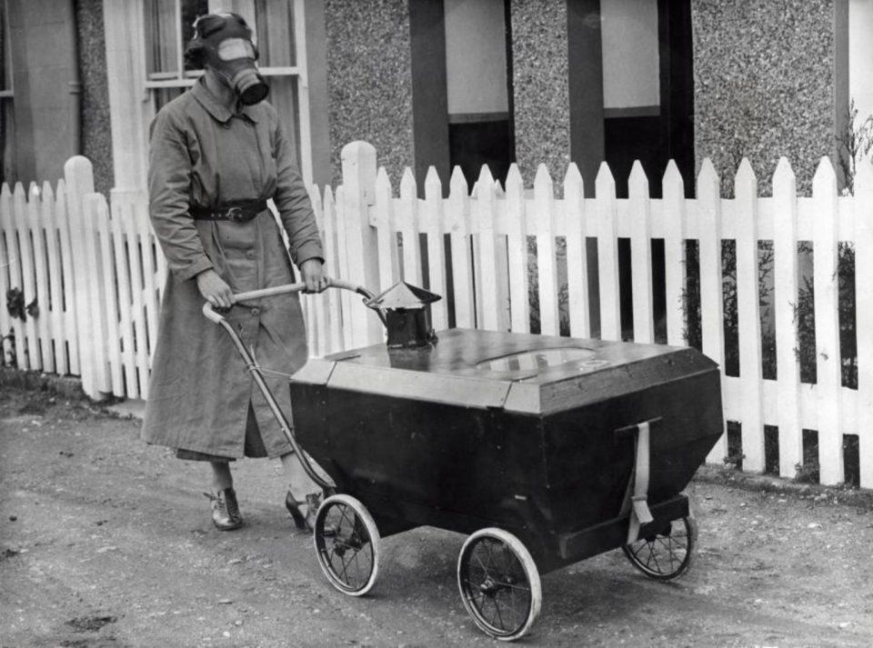 Детская коляска на случай газовой атаки