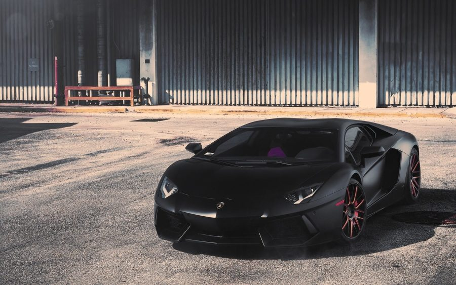 Lamborghini Aventador черный