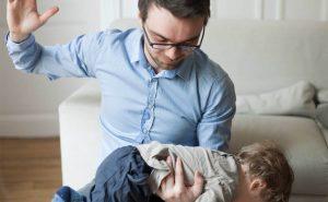 бить ребенка по попе