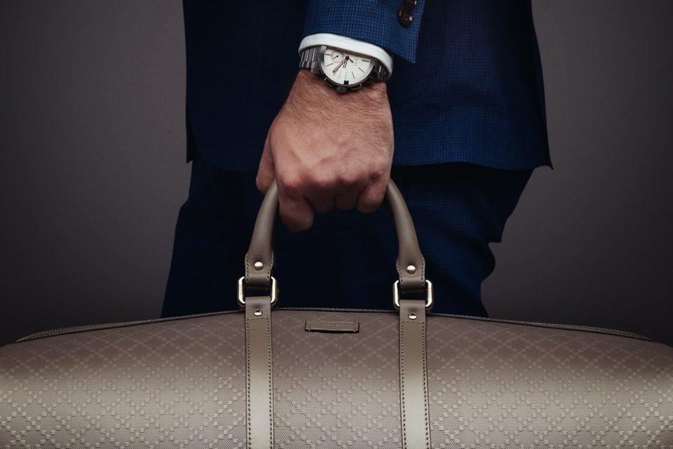 мужчина с багажом