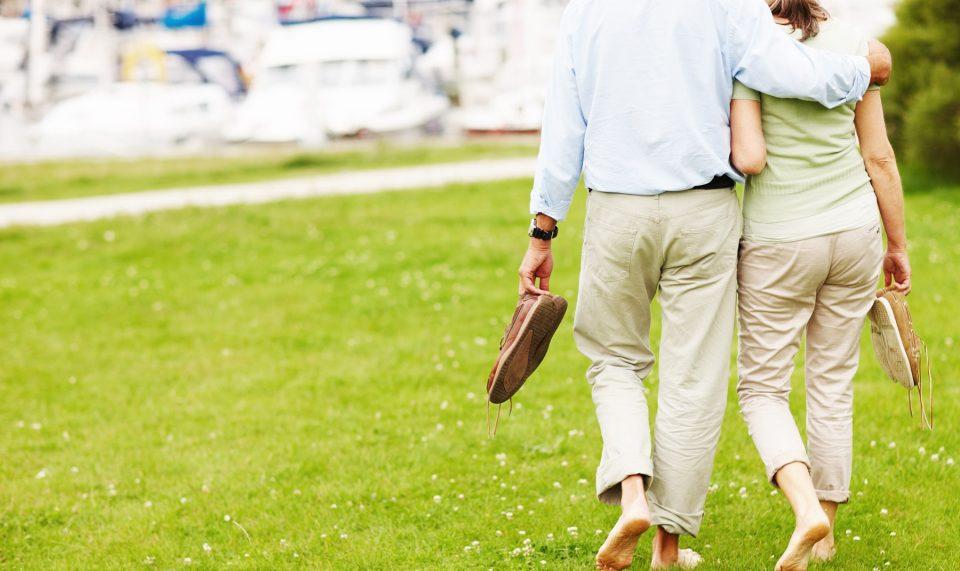 ходить босиком