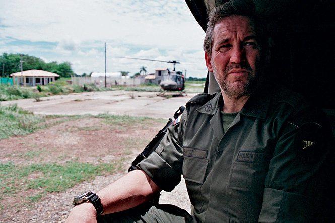 офицер и вертолет на службе колумбийского спецназа