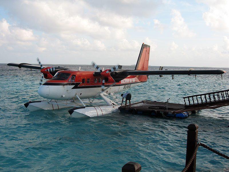 развлечения на островах. Мальдивы. Полет на гидросамолете