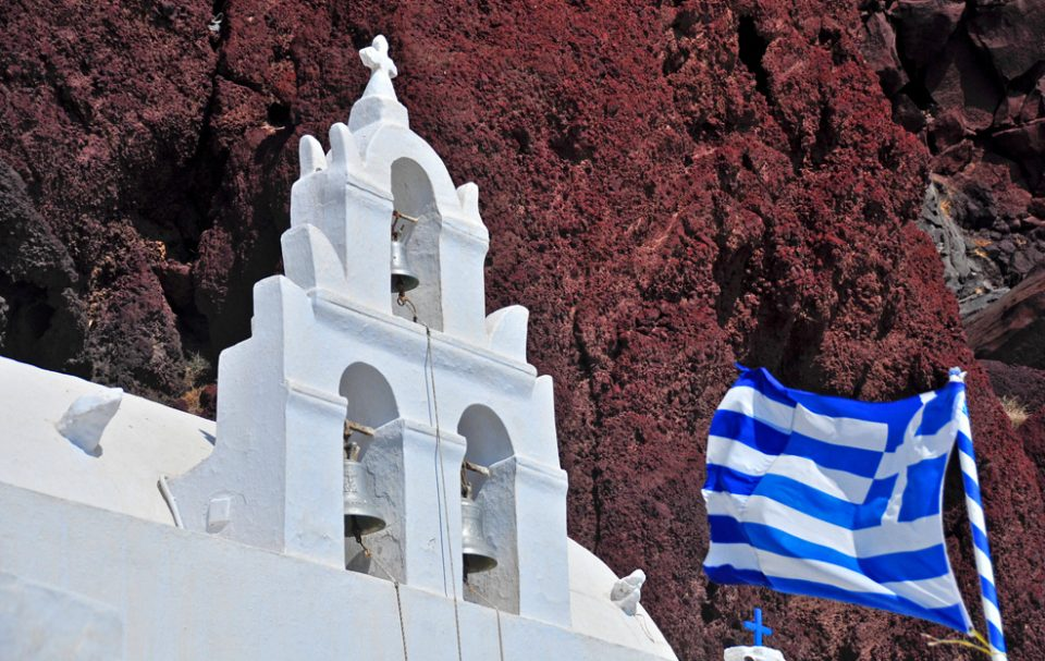 развлечения на островах. Скальная церковь на Санторини