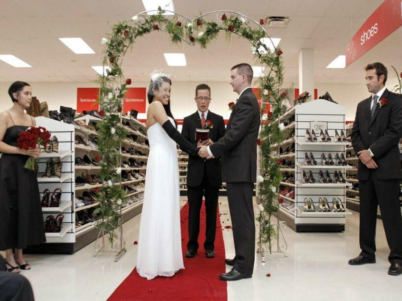 свадьба в обувном магазине