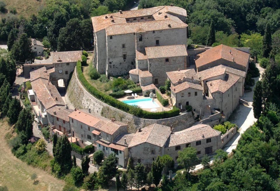 замок в европе Castello di Sismano